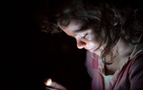 Parents should wait: Smartphones and social media open doors that aren't right for younger kids