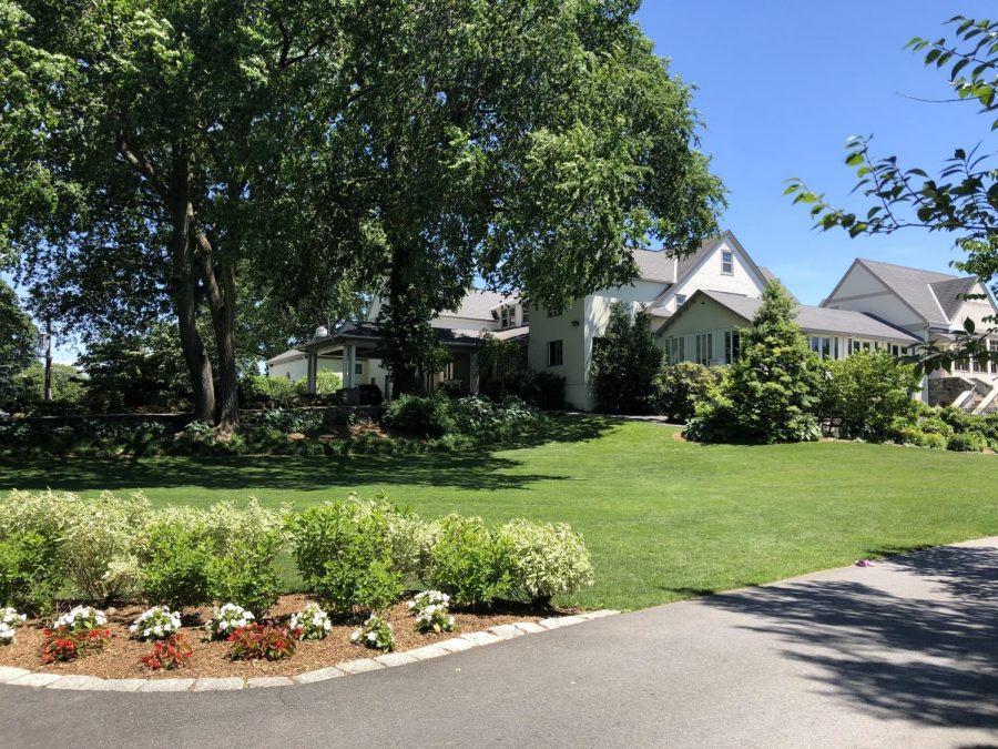 The+Pelham+Country+Club+sits%2C+secluded+off+of+Pelhamdale+Ave%2C+where+one+can+view+the+large+clubhouse+that+began+as+a+small+tennis+facility+in+1908+and+surrounding+lush+greenery.