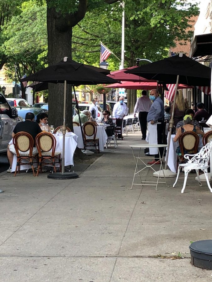 Foto Feature: sunshine, tables, people—new Pelham same as the old Pelham