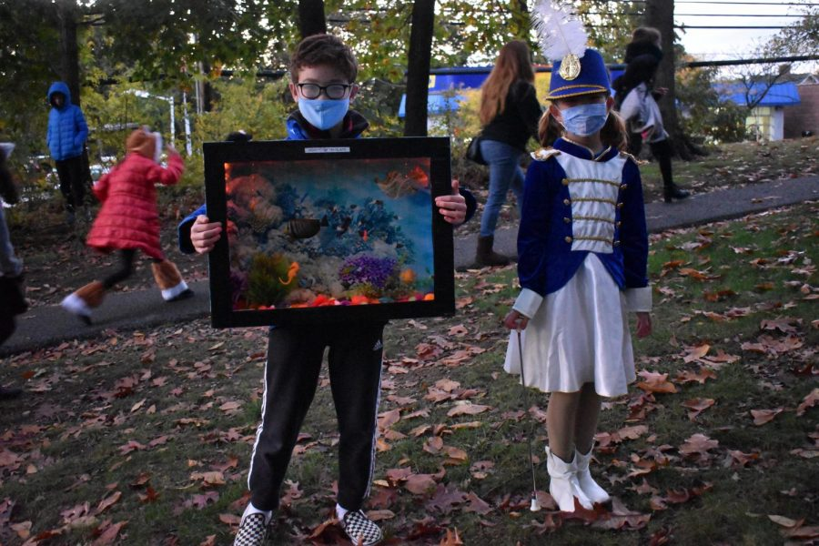 Foto Feature: Families march in Scout-organized Halloween parade