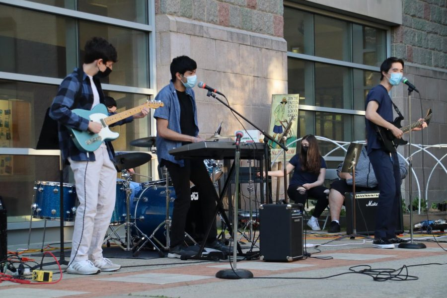 Foto Feature: Musicians show off their talent at PMHSs annual Battle of the Bands