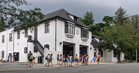 Pelham teens protest outside Village of Pelham Manor hall